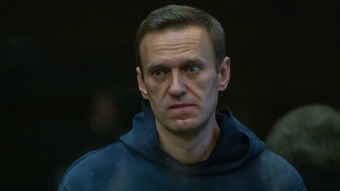 Более 70 писателей, актеров и режиссеров написали открытое письмо Путину с просьбой допустить к Навальному врачей