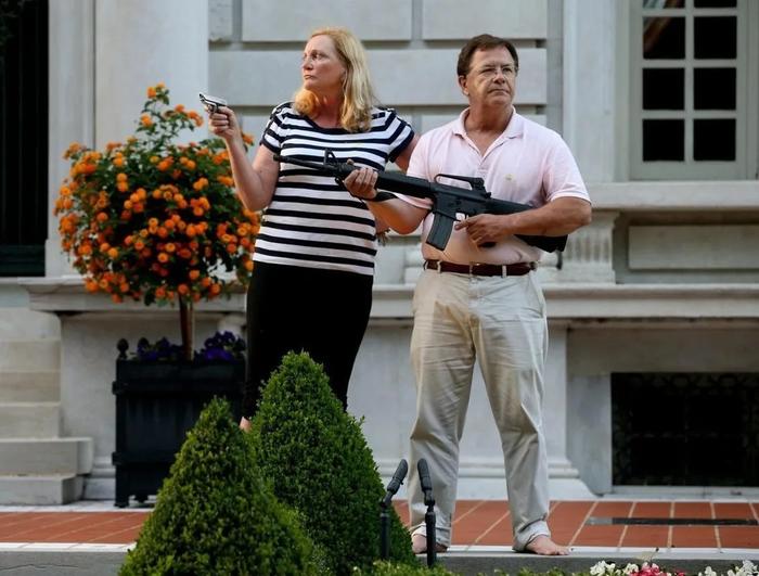 Семью Маккласки обязали заплатить штраф 750 за защиту своего дома