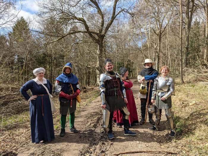 QuotСлучайновстретил в лесу эту группу в средневековых нарядахquot