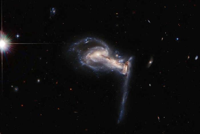 Хаббл наблюдает тройное столкновение между галактическими соседями