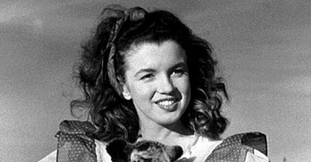 """Норма Джин и ягнёнок, 1945г. Цикл """"Великолепная Мэрилин"""" 531 часть"""